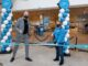 Albert Heijn XL Dukenburg is weer open. v.l.n.r. supermarktmanager René van Beek en medewerkster Marloes de Groot. Foto - Albert Heijn, Yasmin Hargreaves