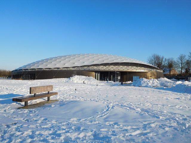 Vrijheidsmuseum in de sneeuw dak is weer herstel
